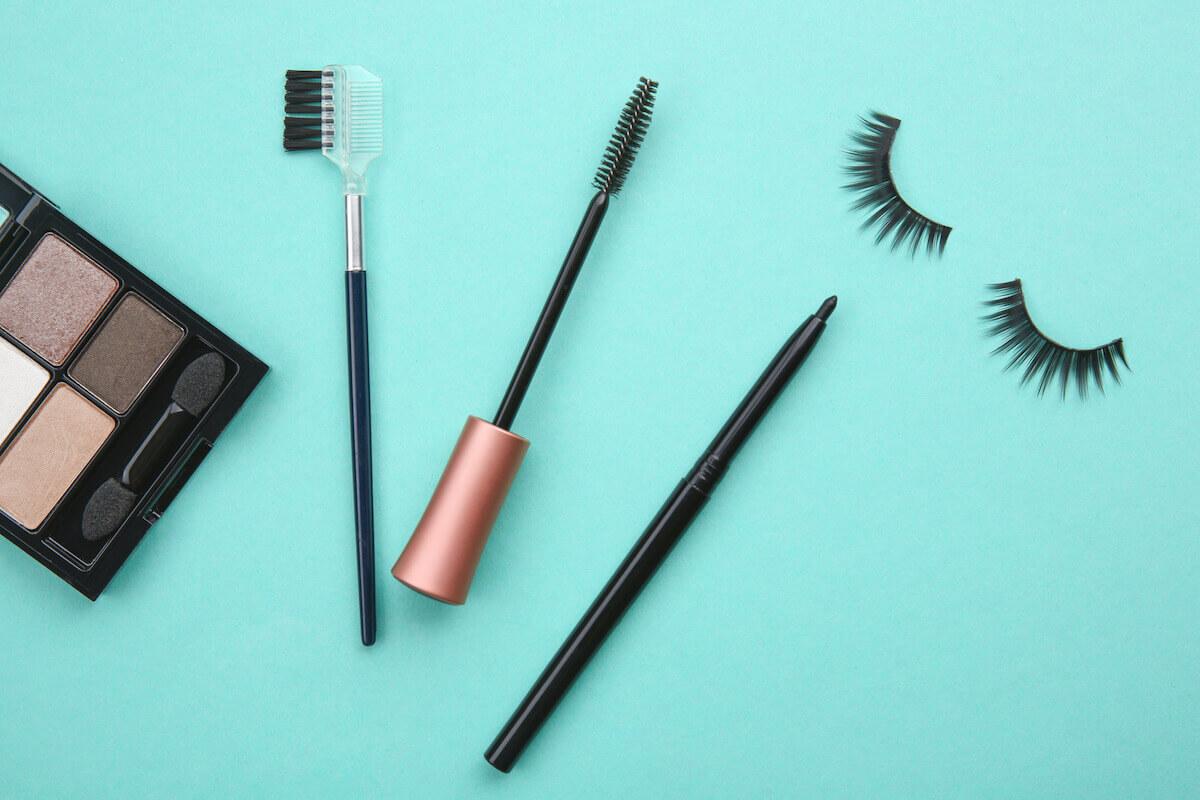 mascara on strip lashes